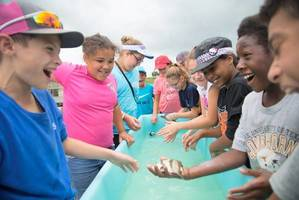 E. Rudd students experience hand-on science in Palacios